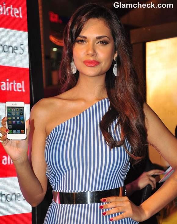 Esha Gupta Launches iPhone 5 in Mumbai-2