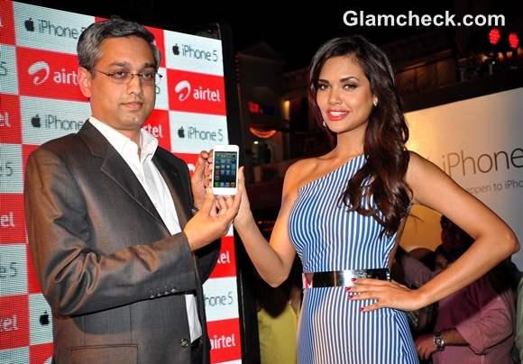 Esha Gupta Launches iPhone 5 in Mumbai-3
