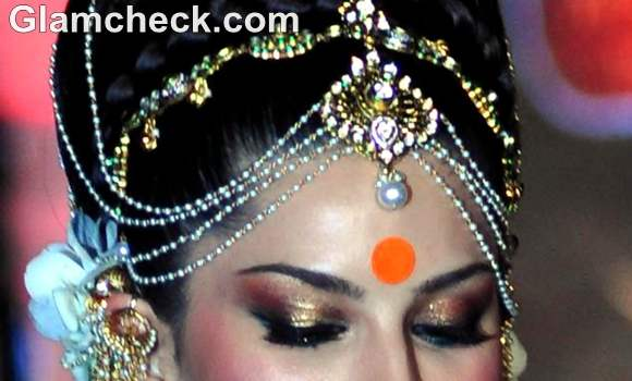 Indian bridal makeup trend 2012 orange bindi