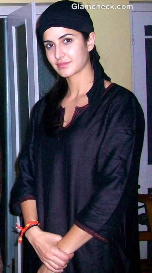 Katrina Kaif in burqa at Ajmer Sharif for Jab Tak Hai Jaan