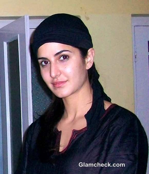 Katrina Kaif in burqa at Ajmer Sharif to Seek Blessings for Jab Tak Hai Jaan