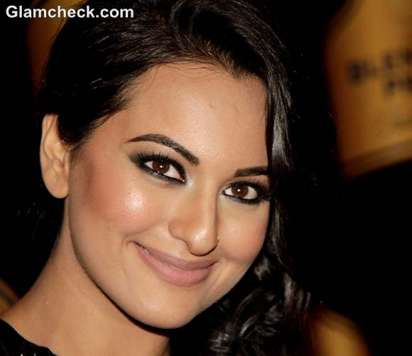 Makeup Sonakshi Sinha Smokey Eyes Nude Lips