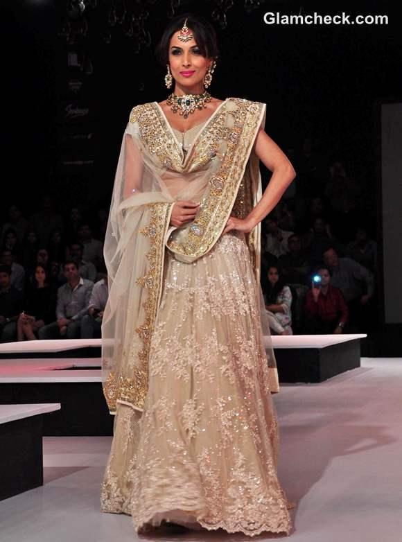 Malaika Arora Khan for Vikram Phadnis at Blenders Pride Fashion Tour 2012