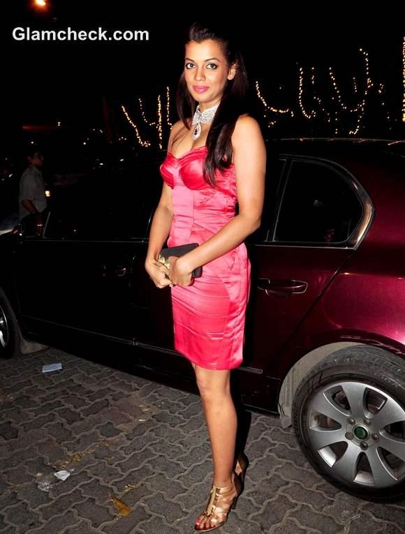 Mugdha Godse fuschia dress strapless DC Jewellers store in Mumbai