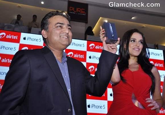 Neha Dhupia Launches iPhone 5 in New Delhi