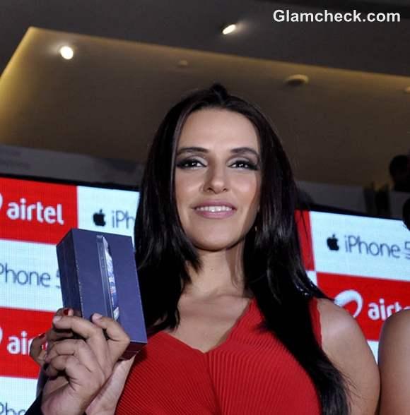 Neha Dhupia iPhone 5 in New Delhi launch
