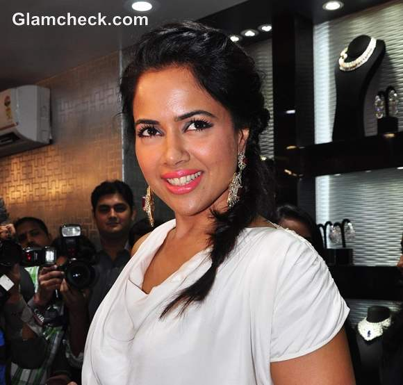 Sameera Reddy hairstyle Dwarkadas Chandumal Jewellery Store Mumbai