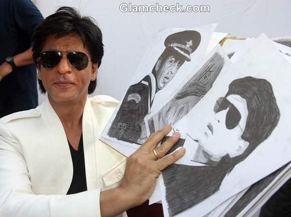 Shah Rukh Khan Celebrates 47th Birthday with Fans Mannat