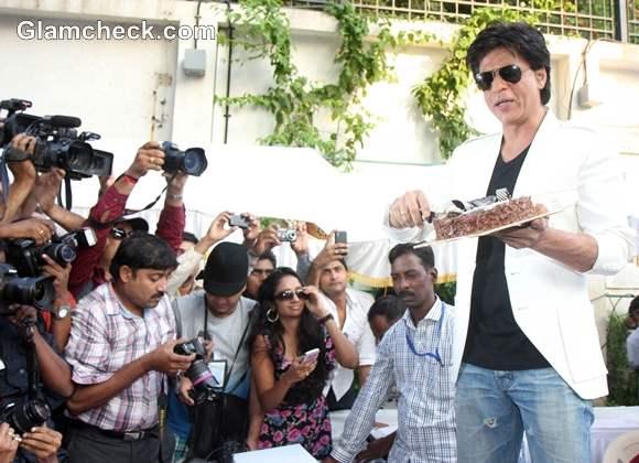 Shah Rukh Khan Celebrating his 47th Birthday with Fans at Mannat