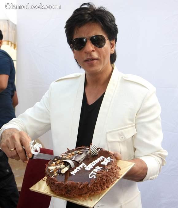 Shah Rukh Khan his 47th Birthday Fans at Mannat