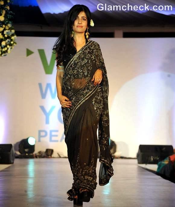 Shibani Kashyap at Walk For Peace fashion show by Neeta Lulla