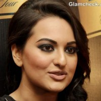 Sonakshi Sinha Smokey Eyes Nude Lips Makeup