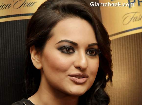 Sonakshi Sinha Smokey Eyes Nude Lips Makeup