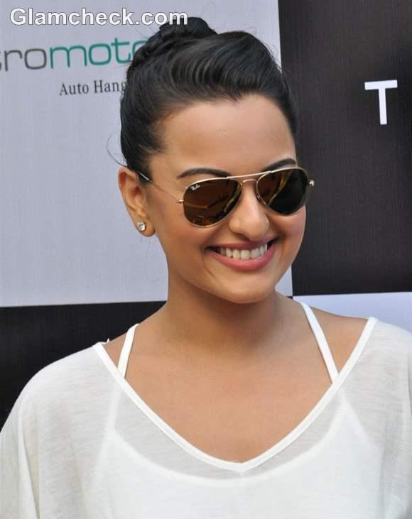 Sonakshi Sinha short Dress 2012