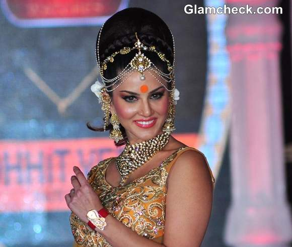 Sunny Leone Walks the Ramp for Rohit Verma IGNITE