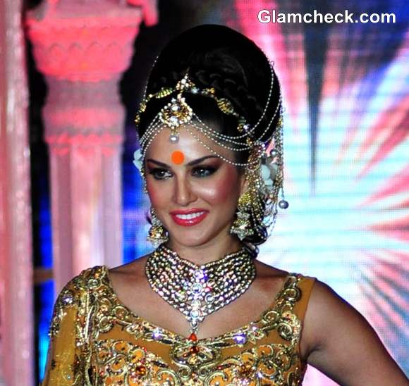 Sunny leone Indian bridal look Grand Fashion Extravaganza