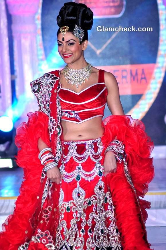 Sushmita Sen Rohit Verma Fashion Extravaganza IGNITE