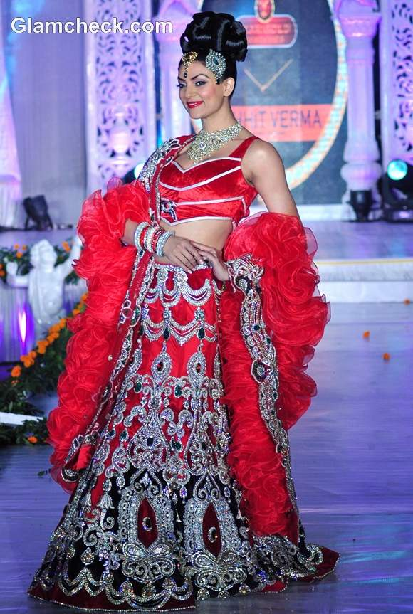 Sushmita Sen red lehenga for Rohit Verma at the Fashion Extravaganza IGNITE