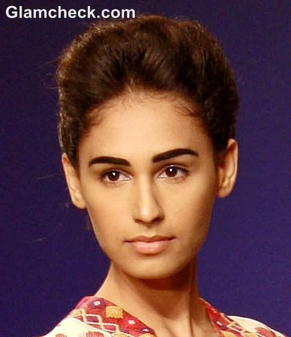 indian makeup beauty tips-bold eyebrows no makeup look
