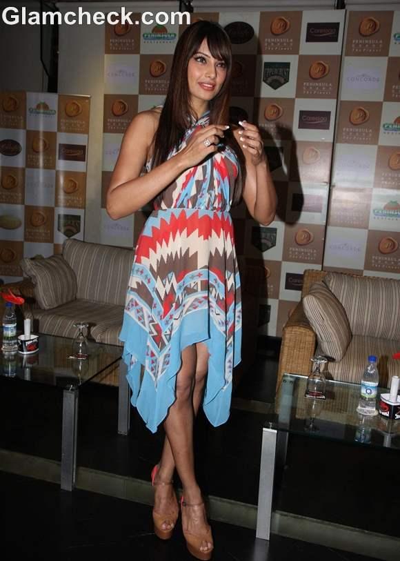Bipasha Basu Stunning in Aztec-print Dress at 1st Bright Awards Night 2012