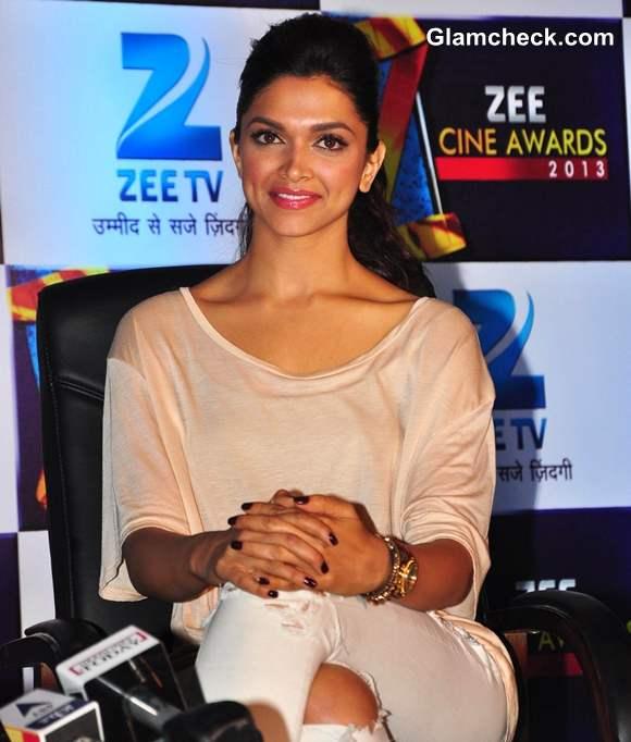 Deepika Padukone Sports Distressed Jeans at the Zee Cine ...