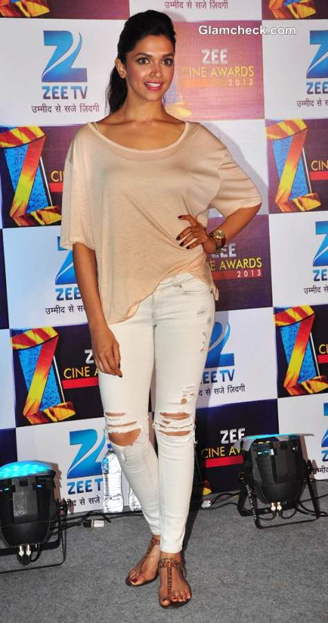 Deepika Padukone Sports Distressed Jeans at the Zee Cine ...