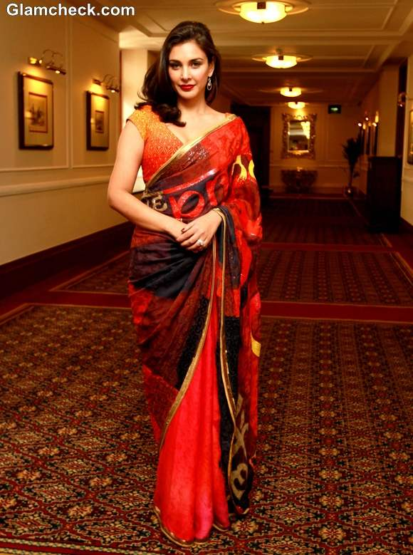 Lisa Ray Inaugurates LifeCell Stem Cell City  in sari