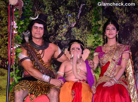 Mahadev Ganpati and Parvati on a jhoola on the sets of Devon Ke Dev Mahadev