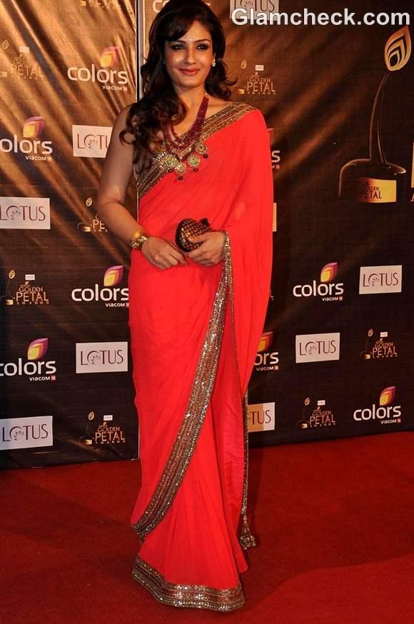Raveena Tandon in Coral Saree at the Colors Golden Petal Awards 2012