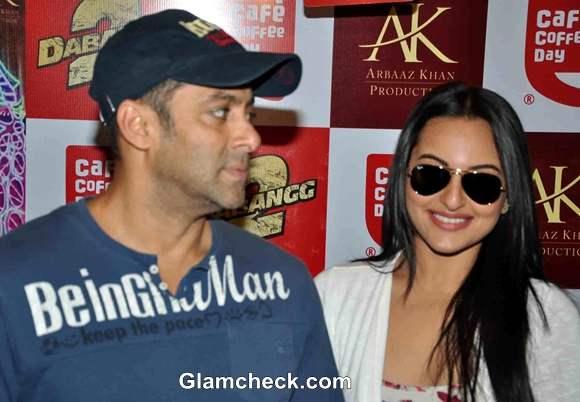 Sonakshi Sinha Salman Khan Promote Dabangg2 At CCD In Mumbai