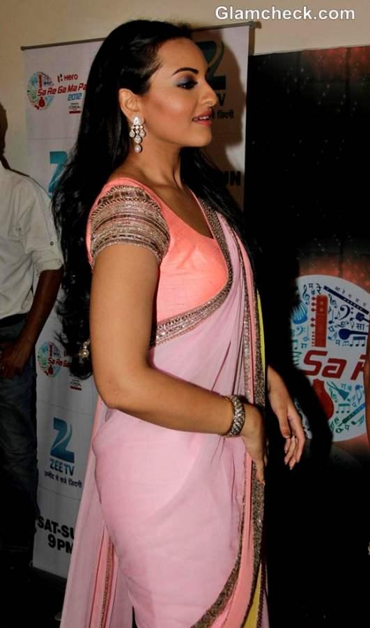Sonakshi Sinha in manish malhotra pink sari at sa re ga ma pa