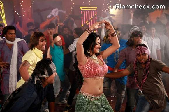 Veena Malik Item Song Punjabi movie Jatts in Golmaal