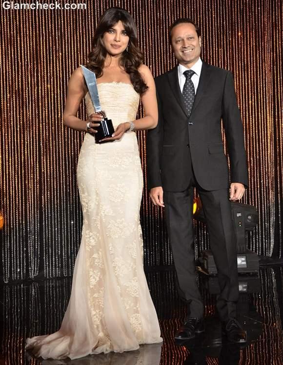 priyanka chopra versatile performer award at Hello Hall Of Fame Awards