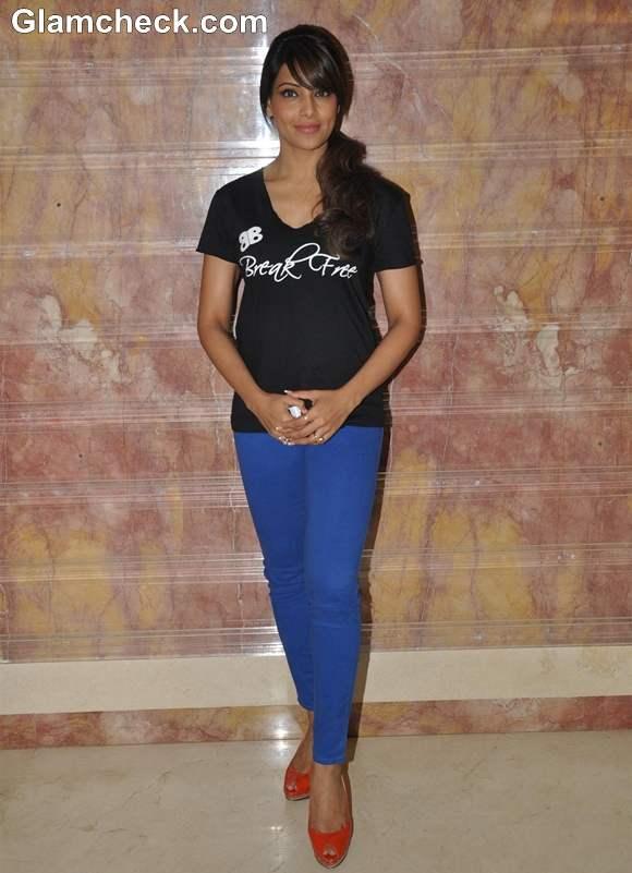 Bipasha Basu Promotes Latest Fitness DVD Break Free 2013