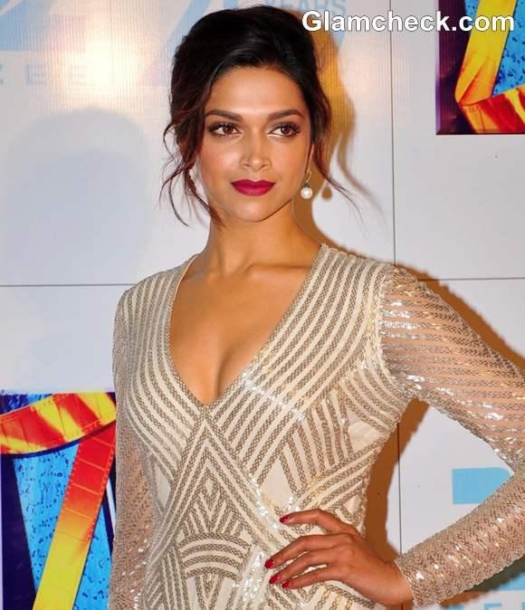 Deepika Padukone Zee Cine Awards 2013