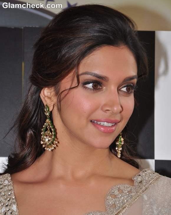 Deepika Padukone traditional 2013 hairstyle makeup