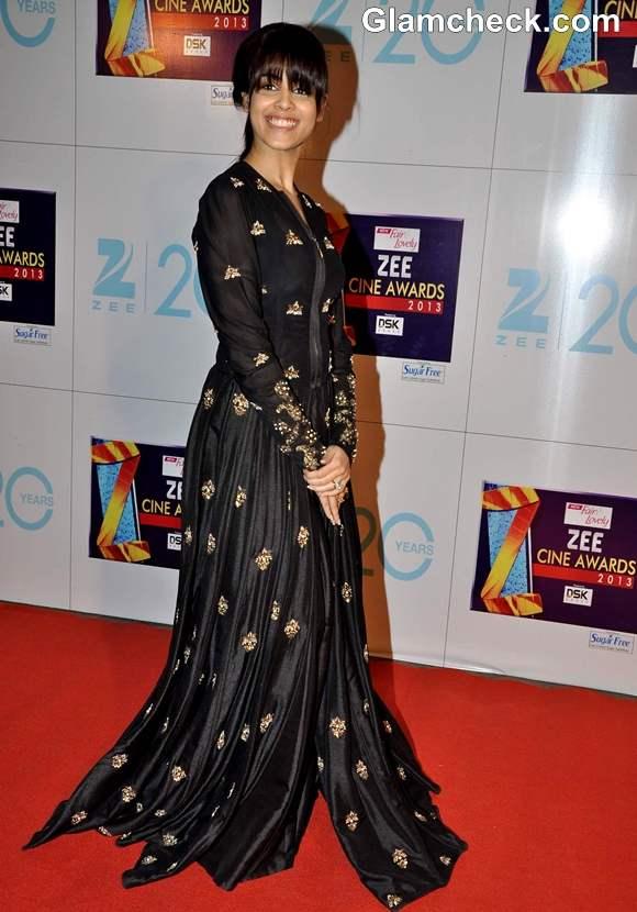 Genelia At The Zee Cine Awards 2013