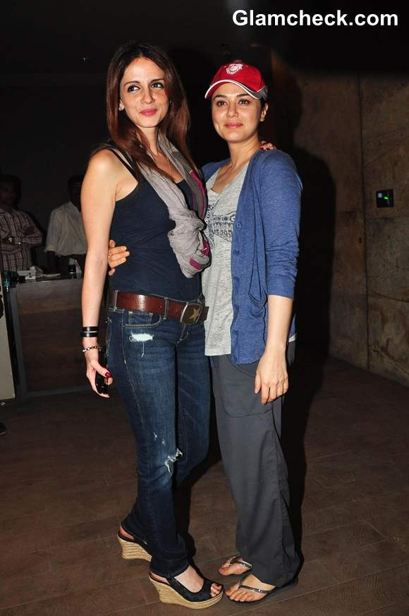 Preity Zinta with Suzanne Roshan Inkaar Screening