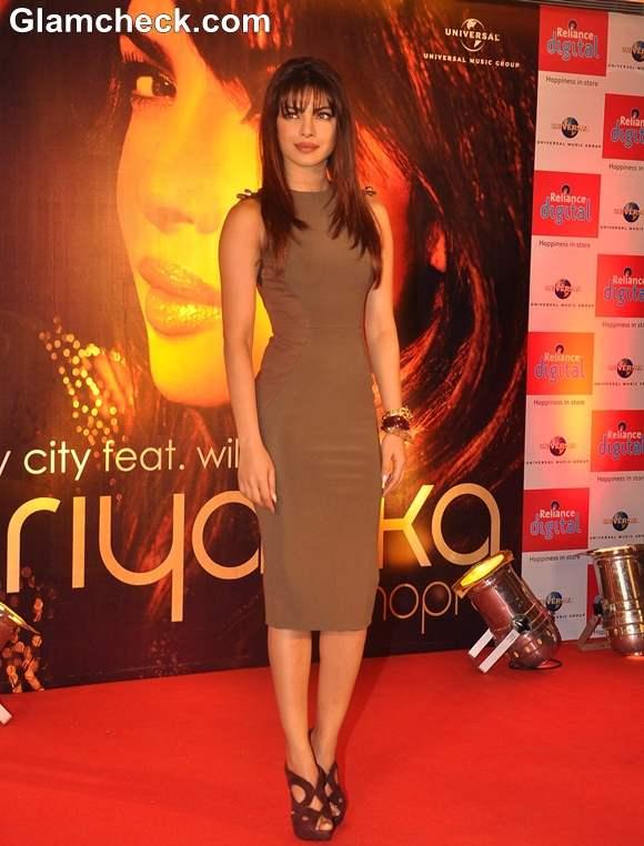 Priyanka Chopra hot 2013 pictures