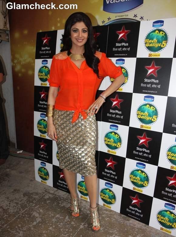 Shilpa Shetty Dazzles in Gold Skirt on Nach Baliye 5