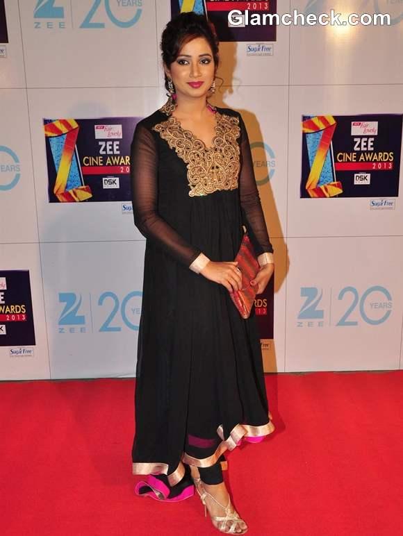 Shreya Ghoshal In Black Anarkali At Zee Cine Awards