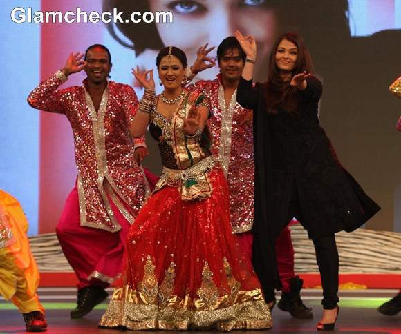 Aishwarya Rai performs at 2013 NDTV Coca Cola Support My School Campaign
