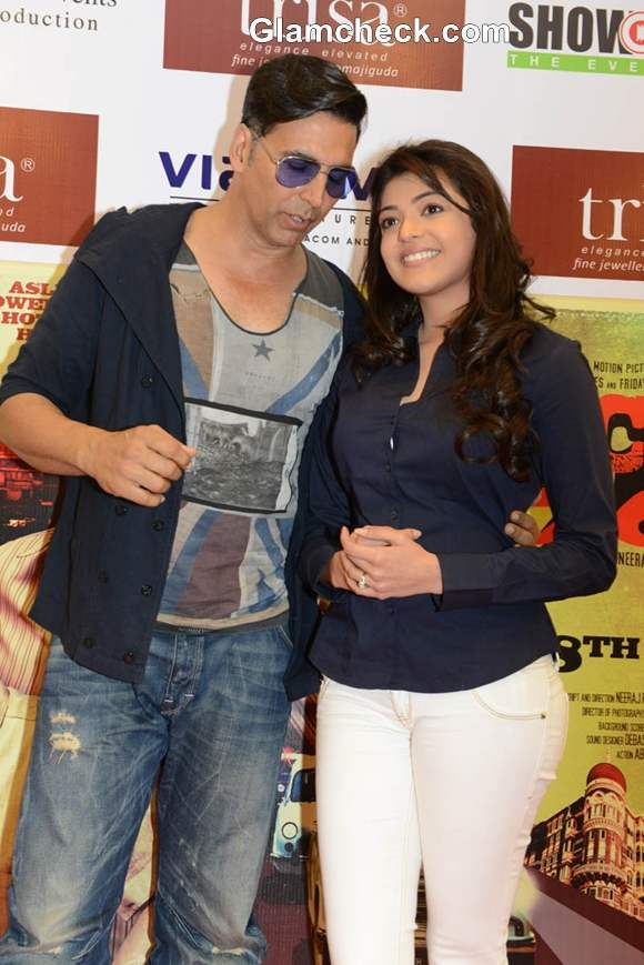 Akshay Kumar And Kajal Aggarwal At Special Chabbis promotions in Hyderabad