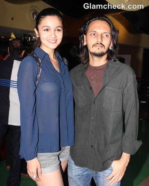 Alia Bhatt Reveals Underwear in see-through Shirt at Murder 3 Screening