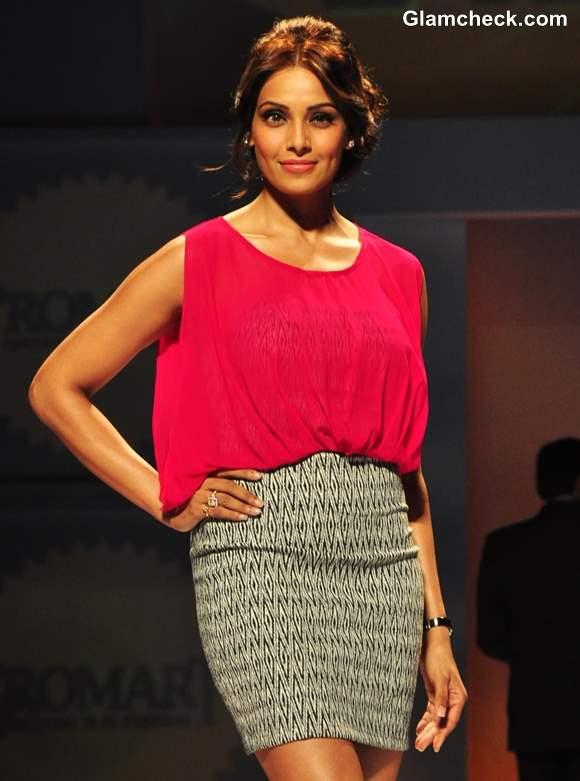 Bipasha Basu hot 2013 Promart Retail Fashion Show