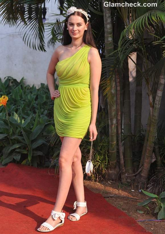 Evelyn Sharma in Green Dress at Derby Race 2013