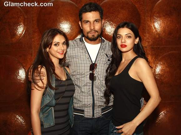 Murder 3 Stars Go Into A Party Mode At A Press Meet In New Delhi