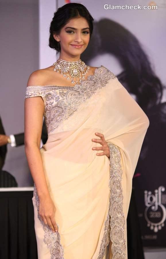 Sonam Kapoor in sari 2013