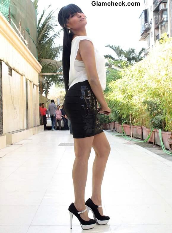Veena Malik Kissed 137 Times on 29th Birthday breaks record