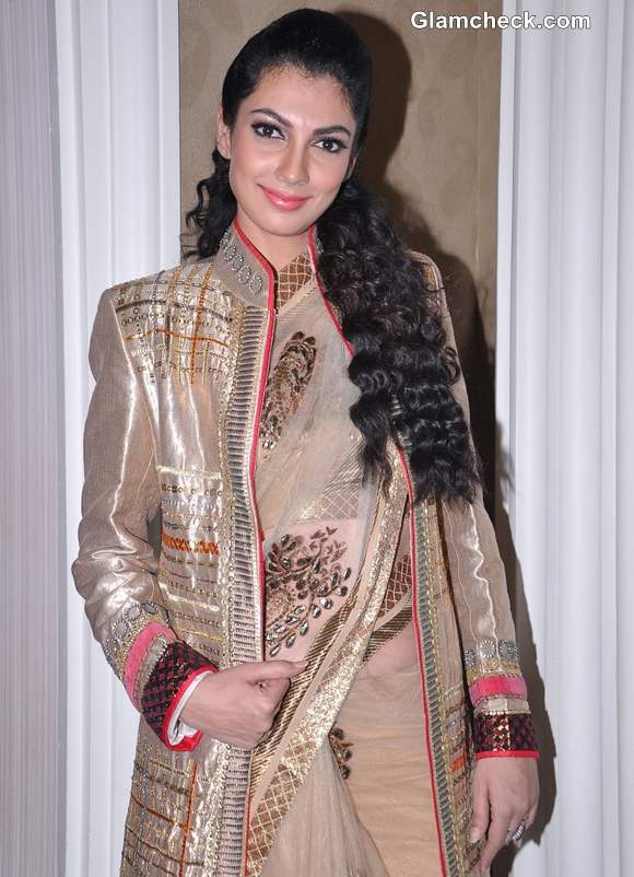 Yukta Mookhey Shows How To Wear An Ethnic Coat With A Sari